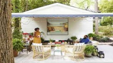 Photo of Using an outdoor screen for making the party incredible